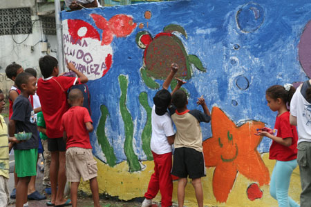 Santa Ana Kids Get Creative with Ecological Murals
